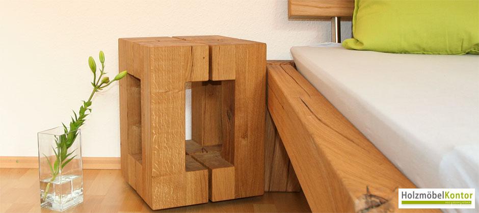 hocker beistelltisch aus eiche vor balkenbett. Black Bedroom Furniture Sets. Home Design Ideas